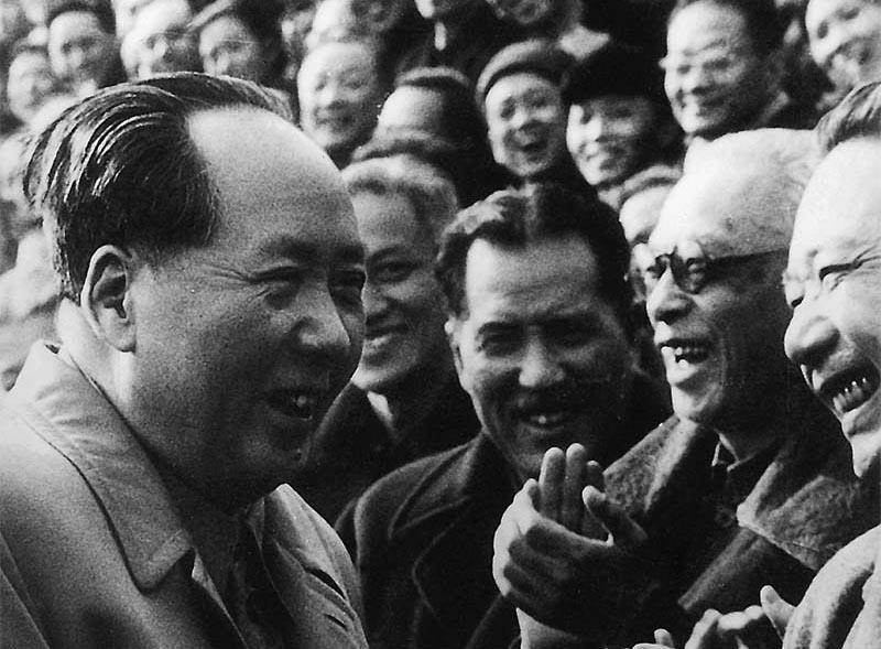 In Aug. 1950, Mao Zedong received then-President Hu Maolian (second on the right).)