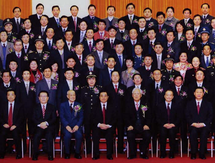 On Jan. 9, 2008, Professor Xu Xun attended the National Science and Technology Award Conference. General Secretary Hu Jintao received the participant experts.)