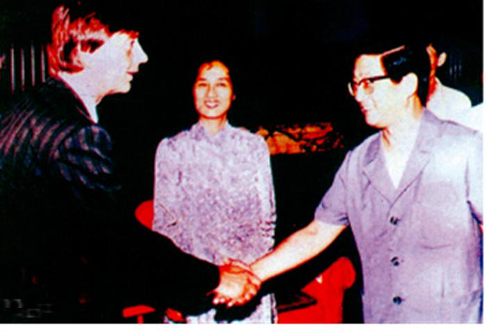 In 1989, Vice-Premier of the State Council Huang Ju (then Deputy Mayor of Shanghai Municipality) received the person in charge of the Voestalpine medical project and then President of our hospital Lin Shuqiong.)