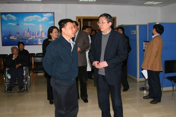 On Mar. 10, 2008, Deputy Mayor Shen Xiaoming came to our hospital for survey.)