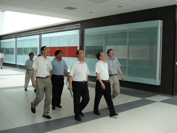 On Aug. 3, 2006, Secretary of the Party Committee of Municipal Health Bureau and Director Chen Zhirong and Deputy Secretary Li Zhongyao visited the Southern Branch of our hospital)