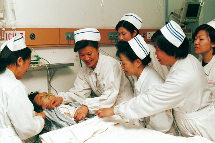 In Feb. 2001, the first Nursing Consultation Center in China was set up in our hospital)