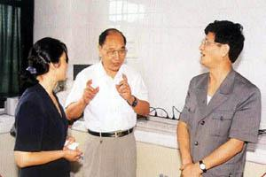 In Aug. 1999, State Councilor, Minister of Ministry of Public Security and then Deputy Party Secretary of Shanghai Municipality Meng Jianzhu visited the Central Laboratory of our hospital.)