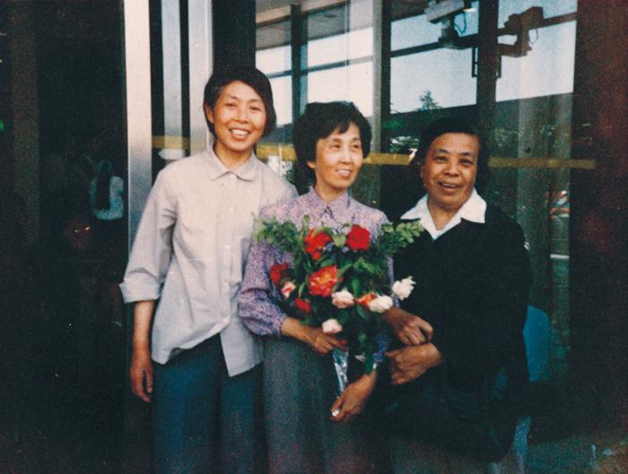"Shi Meili, the first ""Nightingale Prize"" winner in Shanghai in 1987)"